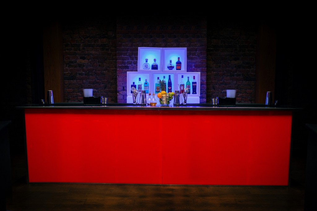 4 Metre Gloss Red & Back Bar